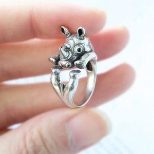 🎁 Antique Silver Rhino Ring